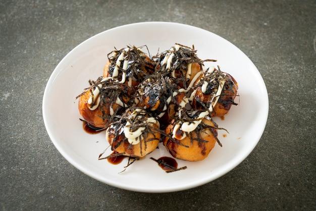 Knedle z kulkami takoyaki lub kulki z ośmiornicy - po japońsku