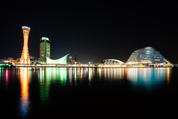 Kobe, japonia. listopad 10,2017. skyline i port kobe tower kansai, japonia kobe harbour