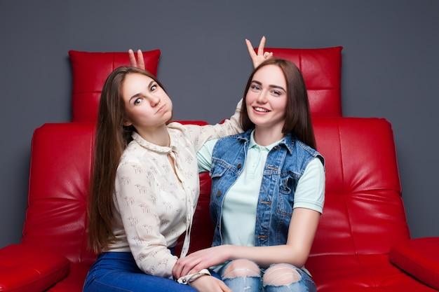 Kobieca przyjaźń, wypoczynek szczęśliwych dziewcząt