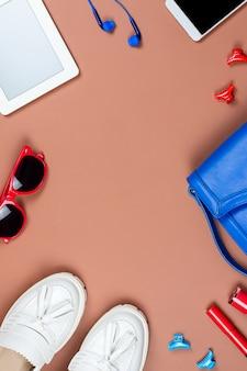 Kobiece akcesoria mody i ramki gadżetów