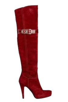 Kobiece czerwone buty z wysokim obcasem na białym tle