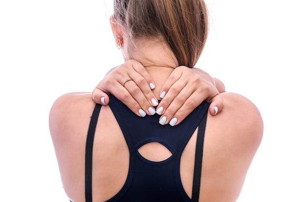 Kobiece dłonie na szyi od tyłu na białym tle