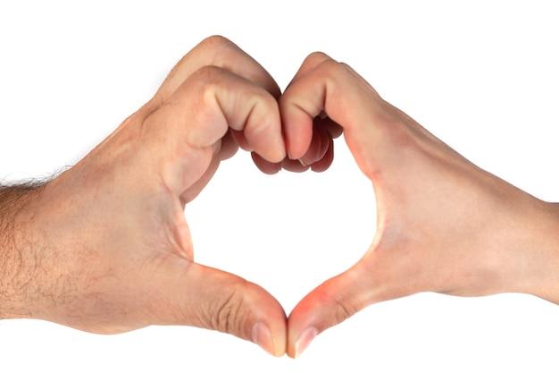 Kobiece i męskie dłonie w formie serca na białym tle