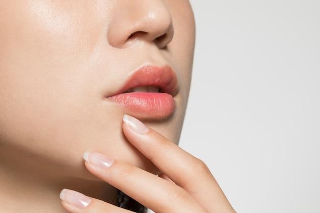 Kobiece usta z bliska