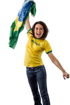 Kobieta brazylijski fan świętuje na białej przestrzeni.