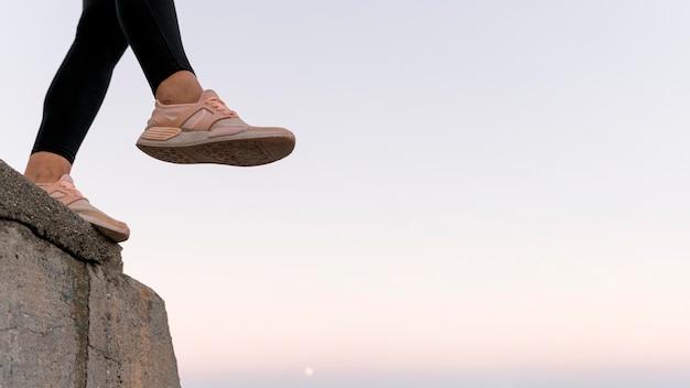 Kobieta buty sportowe z miejsca na kopię