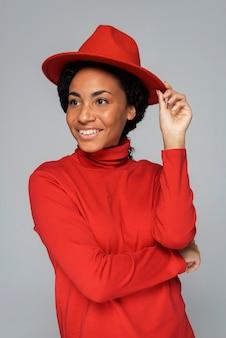 Kobieta buźka z kapeluszem