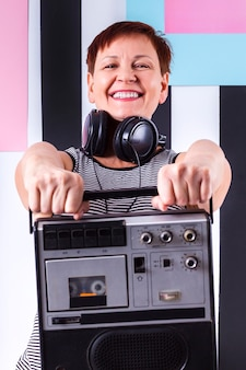 Kobieta buźkę gospodarstwa kasety