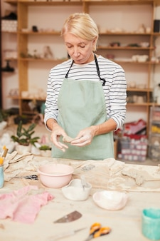 Kobieta ceramik