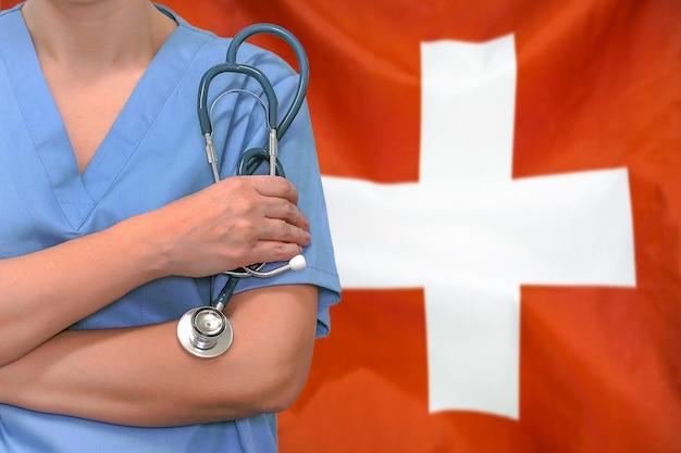 Kobieta chirurg lub lekarz ze stetoskopem