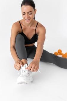 Kobieta ćwicząca sama
