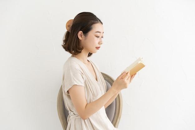 Kobieta, czytanie