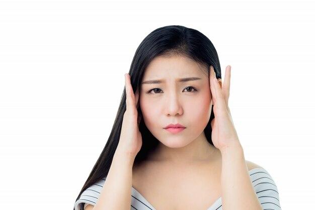 Kobieta dotyka jej głowy, aby pokazać jej ból głowy