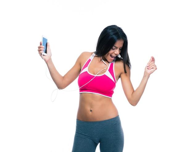 Kobieta fitness słuchanie muzyki w słuchawkach