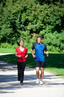 Kobieta - fitness z osobistym trenerem
