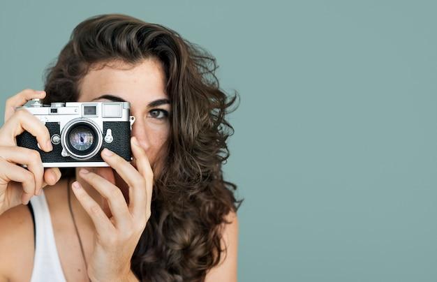 Kobieta fotograf kamery ostrości fotografii pojęcie