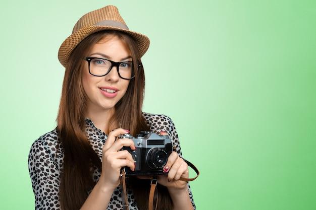 Kobieta fotograf z aparatem