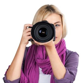 Kobieta-fotografka robi zdjęcia, odosobniona