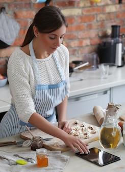 Kobieta gotuje