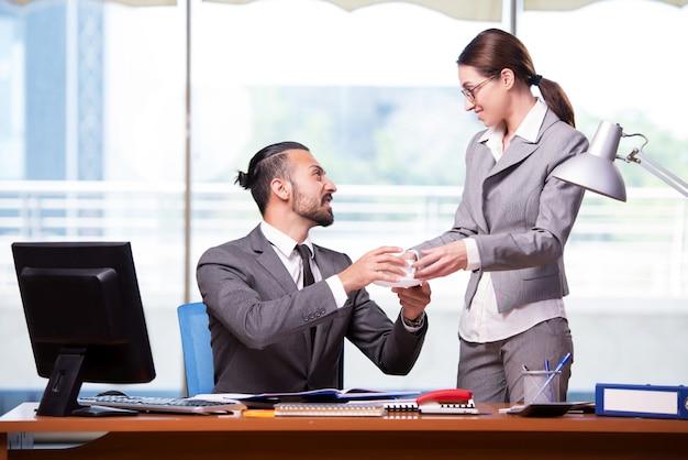 Kobieta i mężczyzna w koncepcji biznesowej