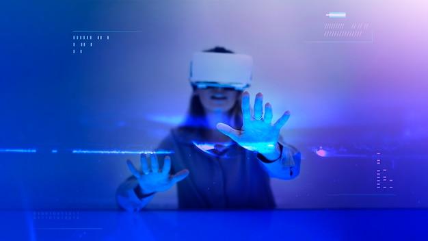 Kobieta korzystająca z symulacji z zestawu słuchawkowego vr