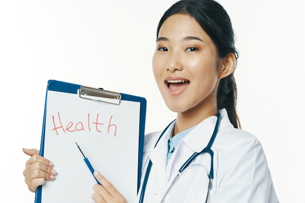 Kobieta lekarz karta medyczna pacjenta szpital zdrowia