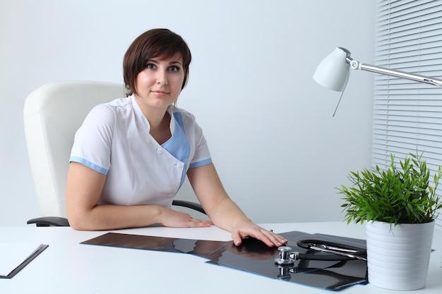 Kobieta lekarz w szpitalu