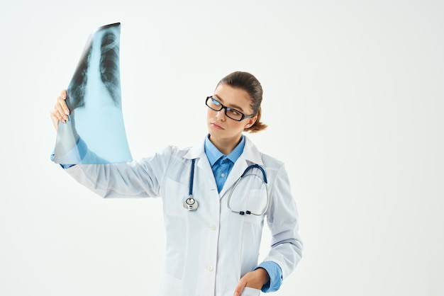 Kobieta lekarz z pracą w szpitalu opieki zdrowotnej xray