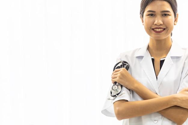 Kobieta lekarz z stetoskop