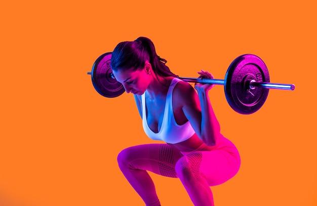 Kobieta lekkoatletycznego z treningu sprawność fizyczna