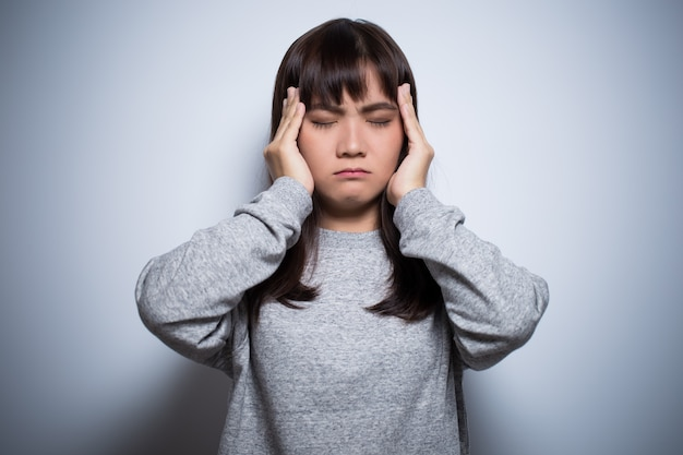Kobieta ma ból głowy