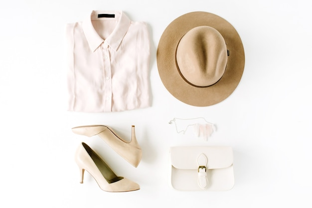 Kobieta moda kolaż ubrania modne na białym tle