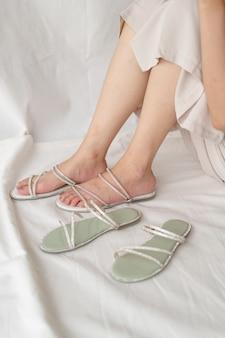 Kobieta modne buty lub sandały