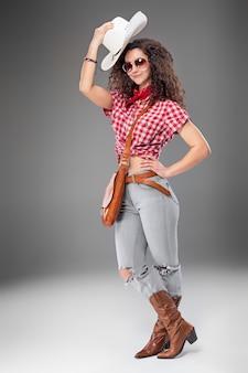 Kobieta mody cowgirl