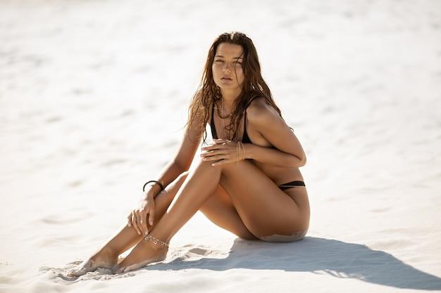 Kobieta na plaży wakacje