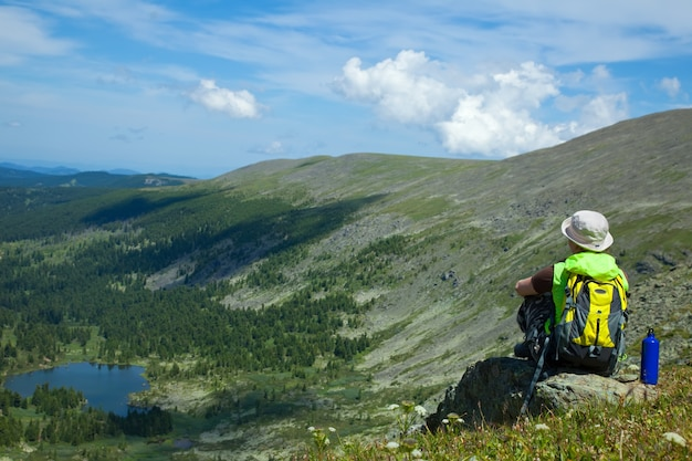Kobieta na szczyt górski