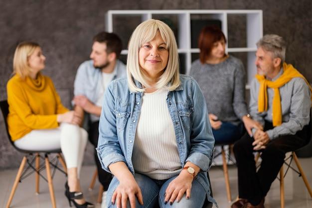 Kobieta na terapii grupowej