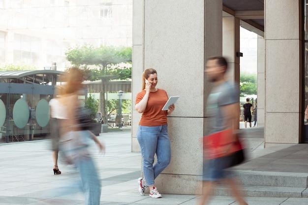 Kobieta na ulicy, styl życia