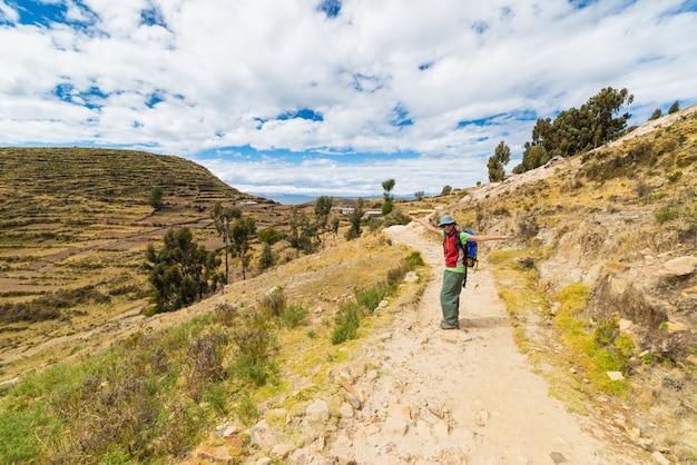 Kobieta na wyspie słońca, jezioro titicaca, boliwia