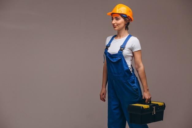 Kobieta naprawiacz z obrazu rolownikiem odizolowywającym