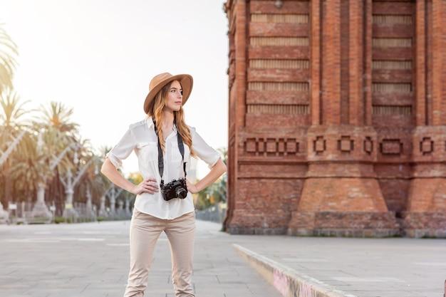 Kobieta, niezależny profesjonalny fotograf.