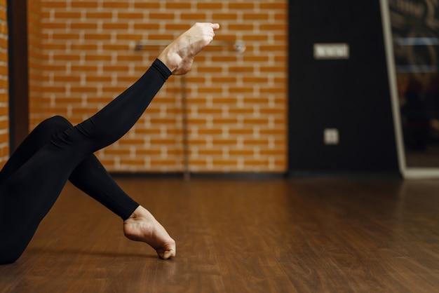 Kobieta nogi wykonawca tańca współczesnego