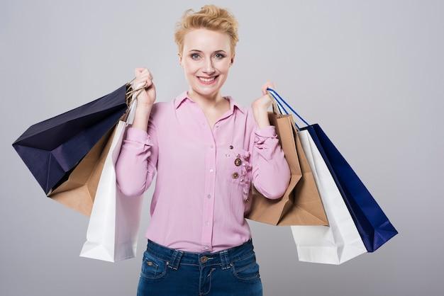 Kobieta po naprawdę dużych zakupach