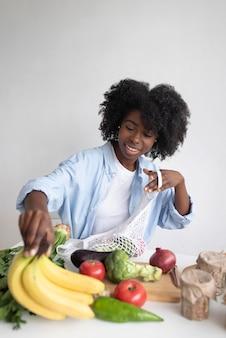 Kobieta prowadząca zrównoważony styl życia