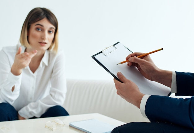 Kobieta psycholog problem komunikacja dyskusja diagnostyka