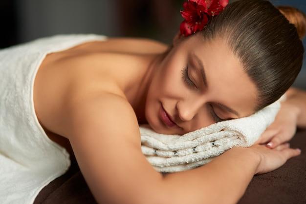 Kobieta relaks w spa