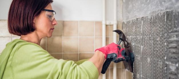 Kobieta remont kuchni