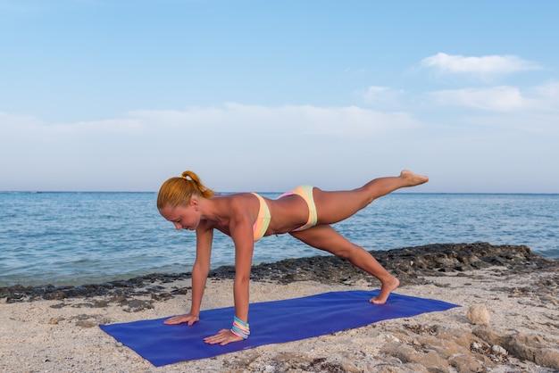Kobieta robi joga