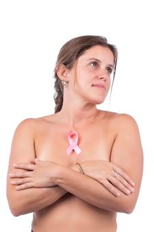 Kobieta samodzielna pielęgnacja piersi i badanie na obecność guzków lub dziwnych objawów