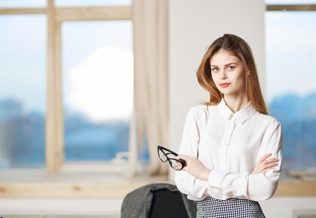 Kobieta sekretarz profesjonalny kierownik pracy biurowej styl życia